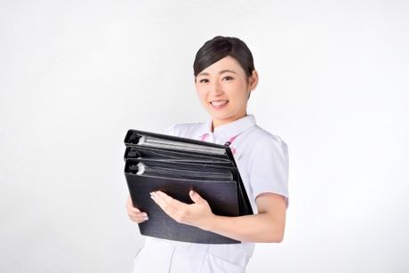 訪問診療の医療従事者をサポートする仕事です。資格は必要ありません。
